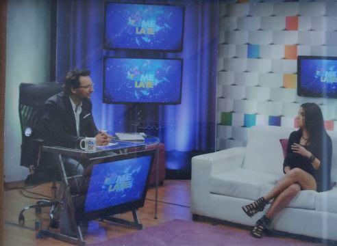 Carolina Miño en programa de televisión Me Late